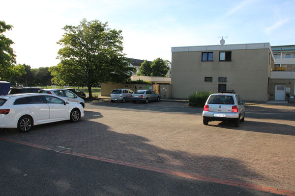 "Parkplatz am ""Thüringenplatz"" mit Blick auf Jenastieg 6-8"