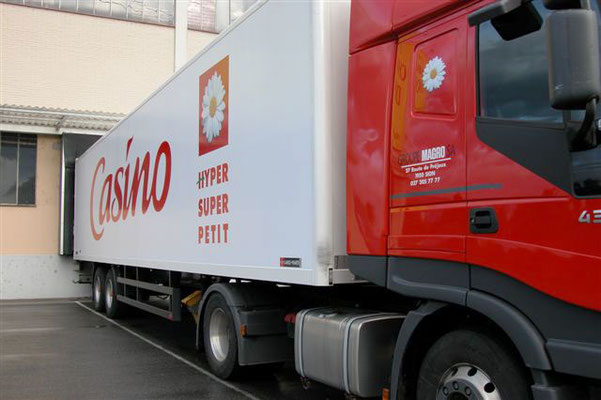 Pose des décors recouvrement complet des camions en Suisse-Casino-Magro - pour 44 enseignes - Nantes