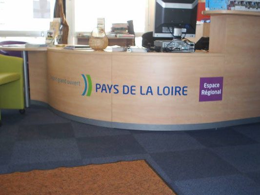Décor adhésif des agences Espace Régional de la Région Pays de Loire - pour 44 enseignes - Nantes