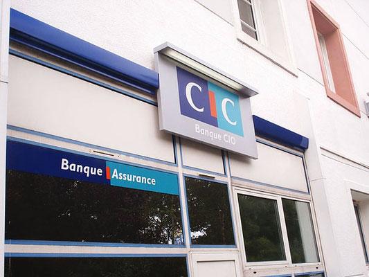 Enseigne et décor vitrine des agences CIC Bretagne - Pour 44enseignes - Nantes