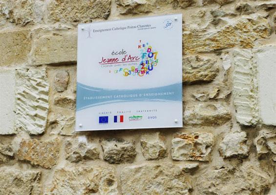 Plaque sur entretoises - ÉCOLE JEANNE D'ARC - Couhé