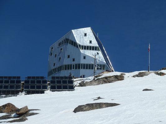 Endlich erreicht: Die Monte Rosa Hütte auf 2'795m