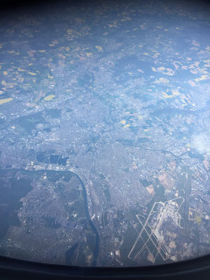 Unten rechts: Flughafen Paris Orly