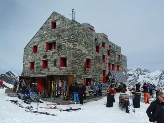 Die Britanniahütte auf 3'030m