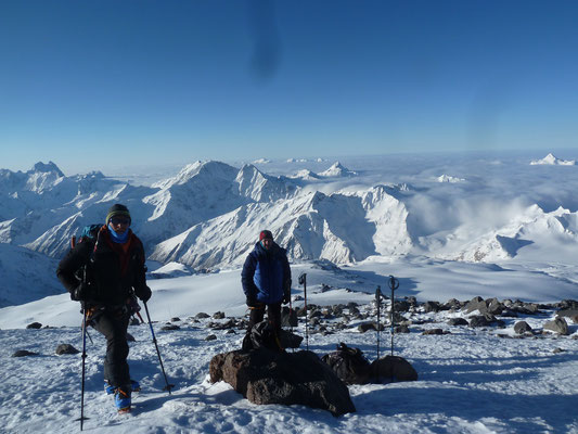 1. Rast bei den Pastuchov-Felsen (ca. 4'750m)