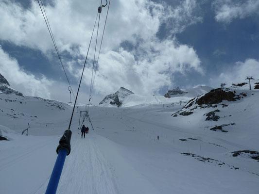 Mit dem Skilift via Testa Grigia hoch zur Theodulhütte