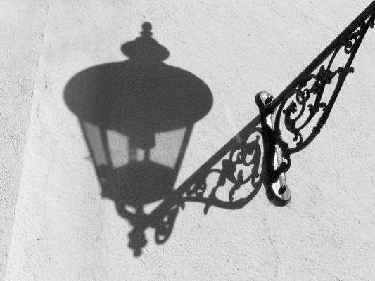 Im Schatten der Laterne