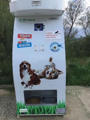 Für Hundis und Büsis sorgt der griechische Futterautomat!
