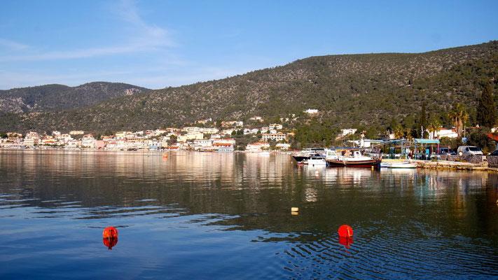 Korfos - ein hübscher kleiner Hafenort, zur Zeit (zum Glück für uns) noch im Winterschlaf