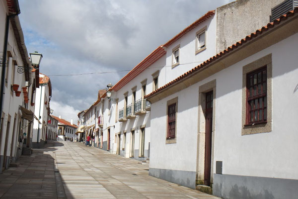 Auf dem Verdauungsspazier im bereits verlassenen Bergdorf Miranda do Douro
