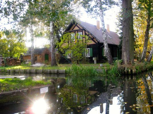 Eines der Häuser, das definitiv nur auf dem Wasserweg erreichbar ist