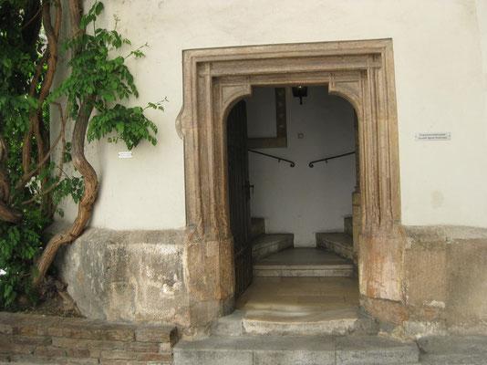 Der Eingang zur Doppelwendetreppe in der Burg von Graz