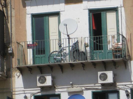 Der ganz persönliche Velo-Parkplatz in Agrigento