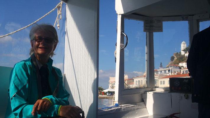 Mit dem Schiffli mal schnell rüber nach Poros, die Entfernung beträgt ganze 300 Meter