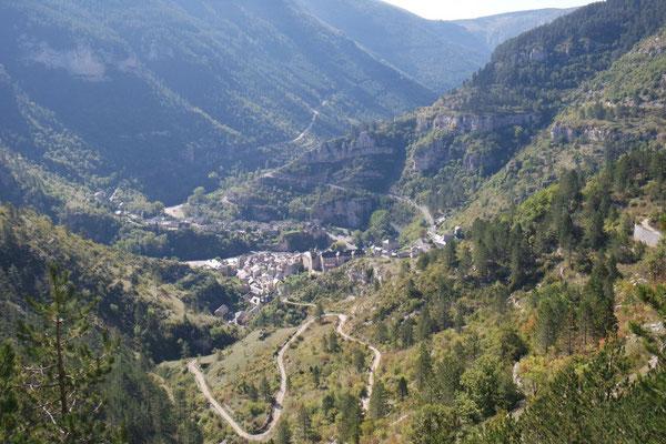Abenteuerliche Fahrt durch die Schlucht des Tarn - Blick nach St. Enimie