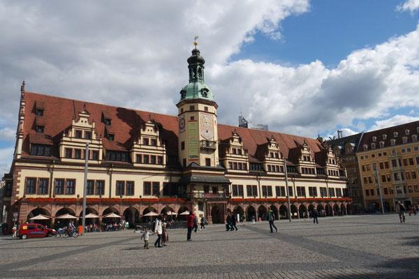Der Marktplatz in Leipzig mit seinem speziellen Rathaus