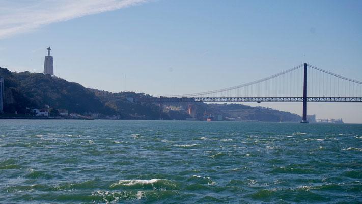 Mit der Fähre zu 'Cristo Rei', eine der beeindruckendsten Sehenswürdigkeiten Lissabons