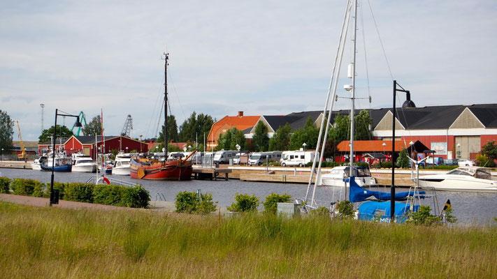 Im sympathischen Bootshafen von Kristinehamn sind auch die Womos herzlich willkommen