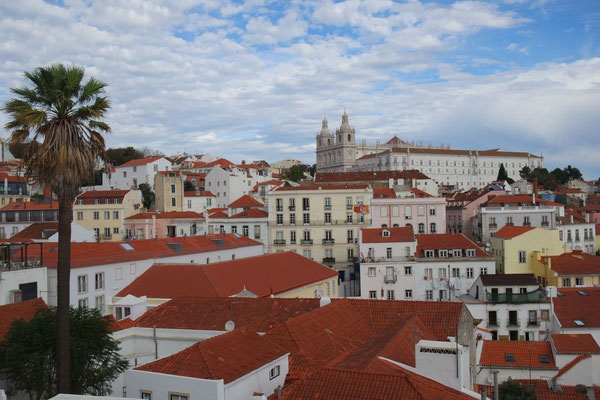 Über den Dächern von Lissabon - Ausblick vom Mirodouro Sta. Luzia