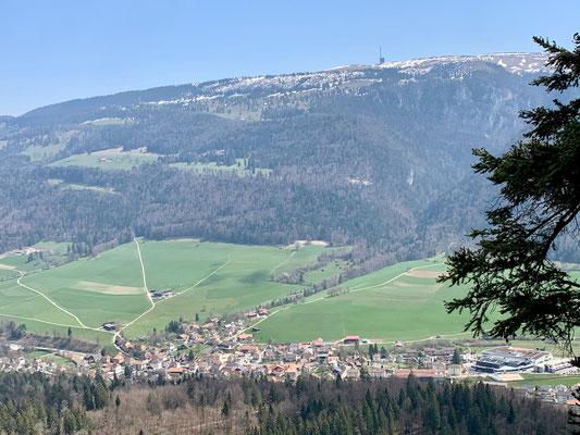 Ausblick vom Mont Soleil zum Chasseral und auf St. Imier
