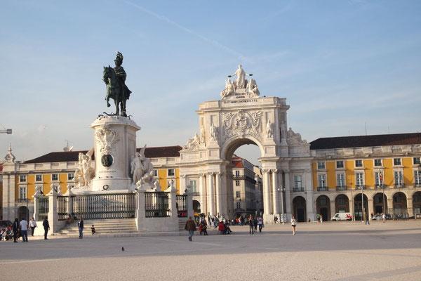 Erste Bekanntschaft mit Lissabon, am Praça Comercio