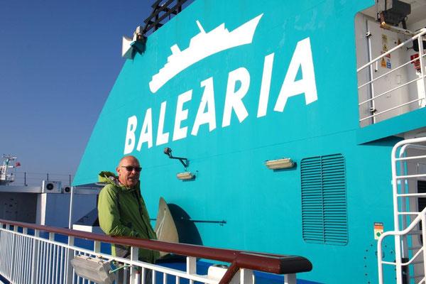 In einer knappen Stunde schaukeln wir mit der Bahama Mama nach Afrika