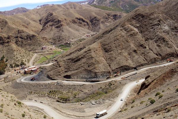 Serpentinenreiche Passstrasse des Tizi-n-Tichka