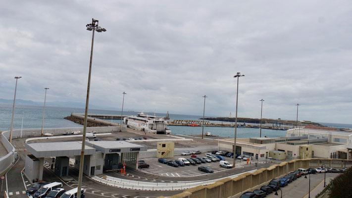 Am Fährhafen von Tarifa