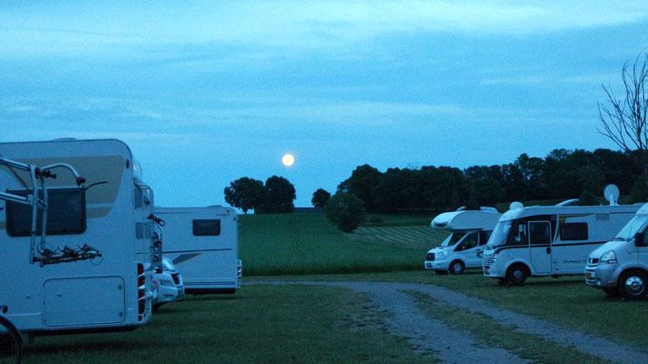 Unser Übernachtungsplatz in der Vollmondnacht bei den Berg-Schleusen, Nähe Linköping