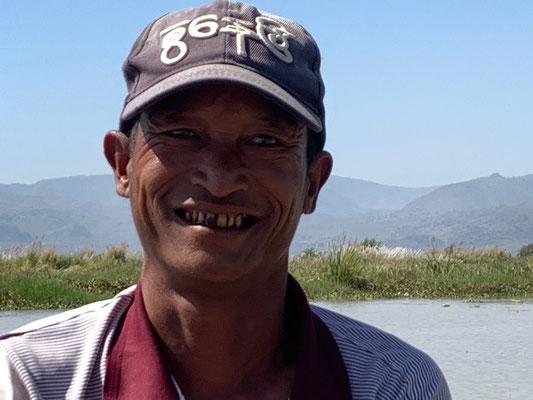 Der sympathische Fischer - auch mit verfärbtem Zahn vom Betelblätter kauen!