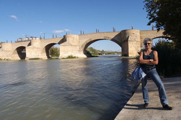 Die Brücke über den Ebro (im Hintergrund!)