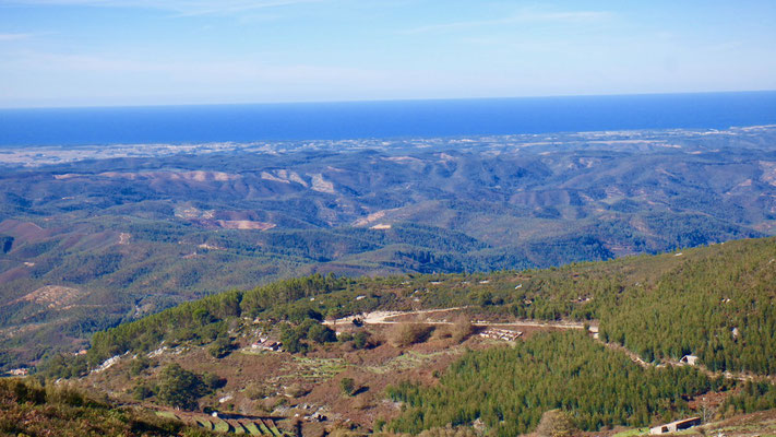 Die Sicht zum Atlantik vom Foia - mit 902 m der höchste Berg der Algarven