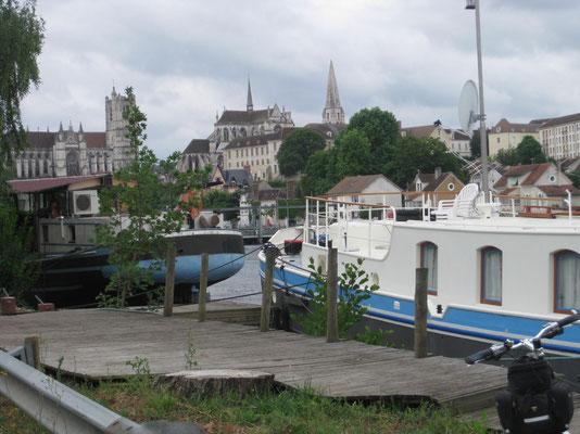 Und schon liegt Auxerre vor uns