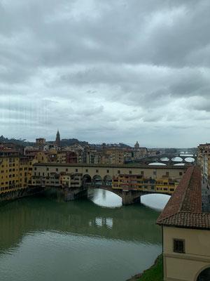 Blick aus den Uffizien zur Ponte Vecchia