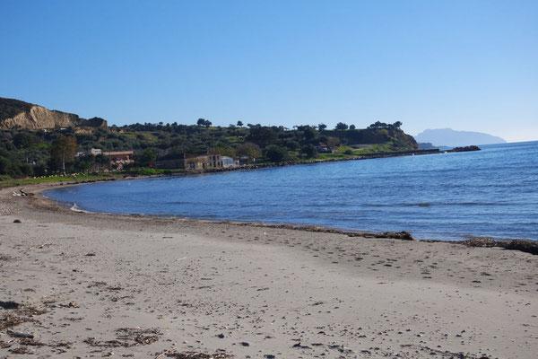 Am ca. 3 km  entfernten Strand