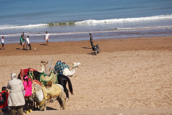 Sonntägliches Strandleben in El Jadida