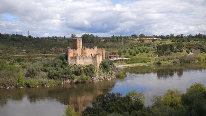 Das Castelo de Almourol am Tejo