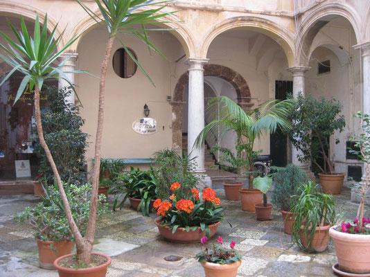 Entzückender Innenhof eines B & B Hauses in Trapani