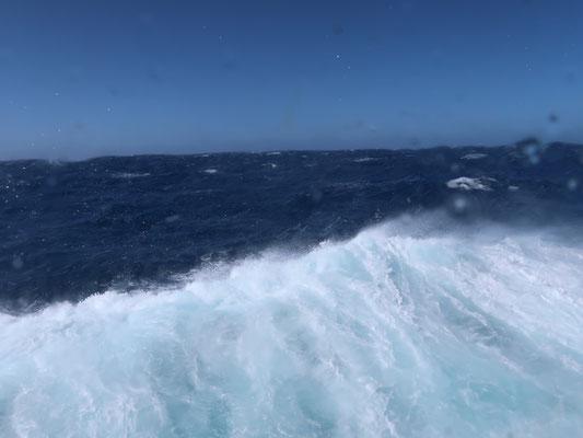 Durch die Drake-Passage ist die Naturgewalt ......