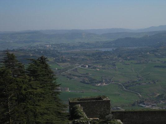 Blick zum Lago di Pergusa vom Castello