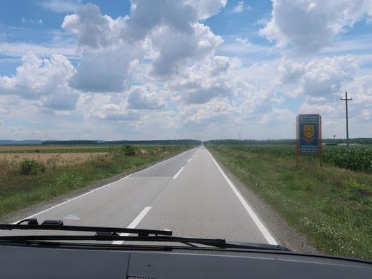 Alles gerade aus nach Kroatien!  Der ungarische Grenzort Udvar liegt hinter uns
