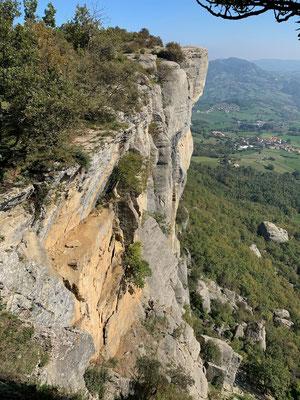 Der Pietra di Bismantova -  ein Eldorado für die Kletterbegeisterten (genau hinsehen!)