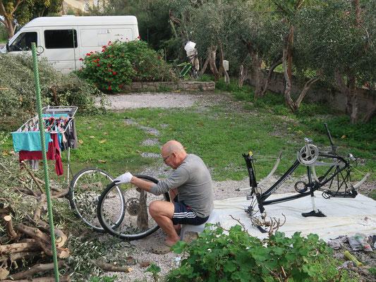Mein ganz privater Service-Mann bei der Radl-Pflege mit Herz