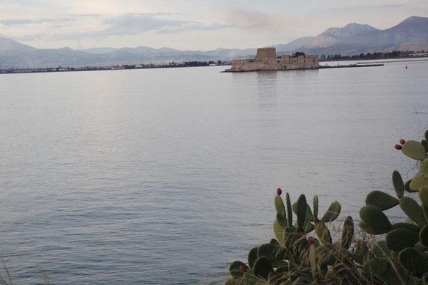In der Ferne die Insel Bouritz