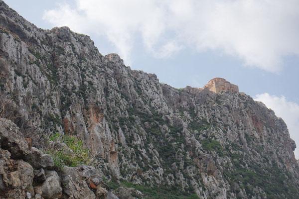 Zu oberst am Fels die Kirche des oberen Stadtteils