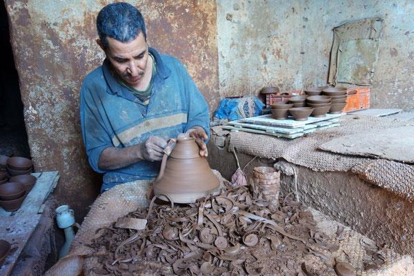Mit dem Präsident der Kooperative durch die Töpferwerkstätten in Safi