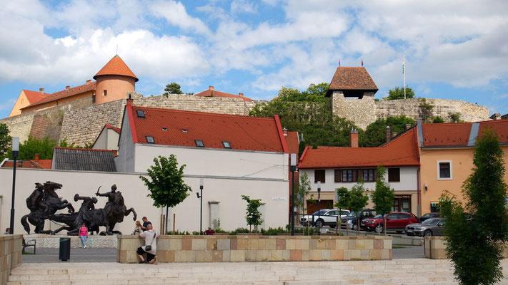 Die Burg von Eger aus der Froschperspektive