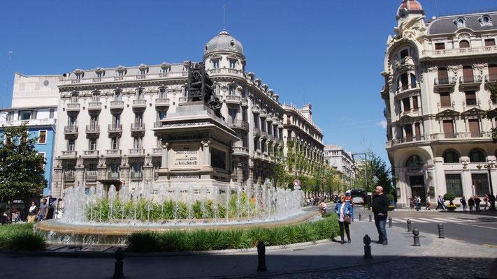 An der Plaza Isabel La Catolica in Granada