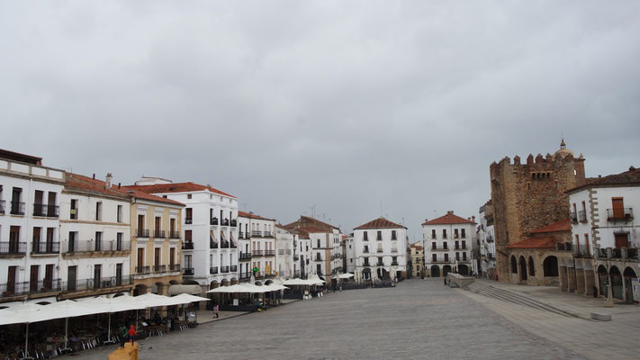 Die Plaza Mayor in der Altstadt bei Tag