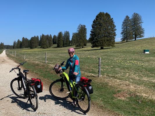 Per E-Bike unterwegs im lieblichen Jura